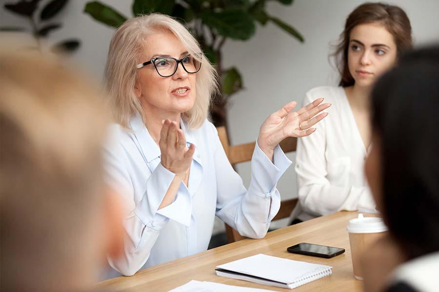 woman-glasses-meeting